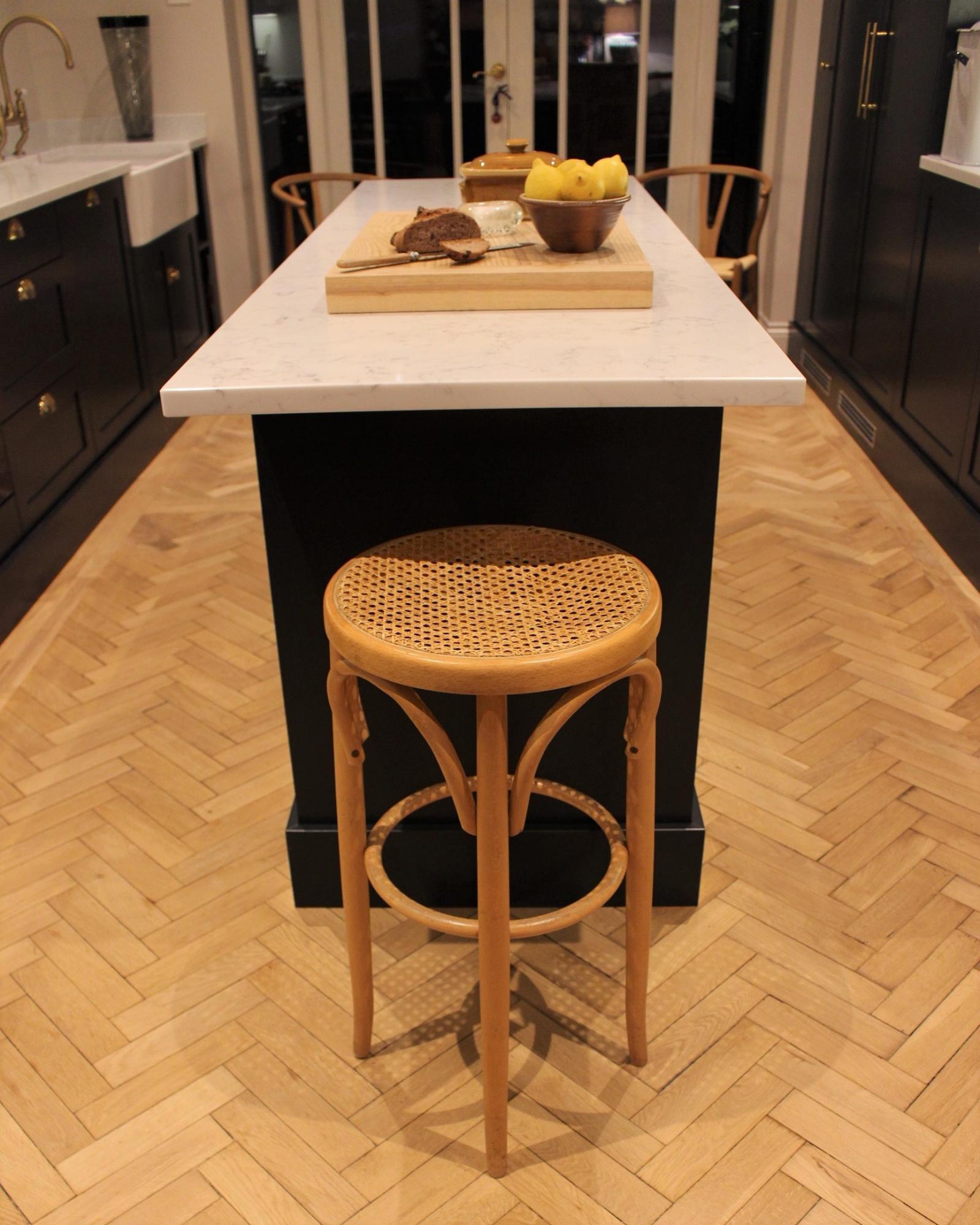 Kitchen Design Inspiration - navy island and chopping block