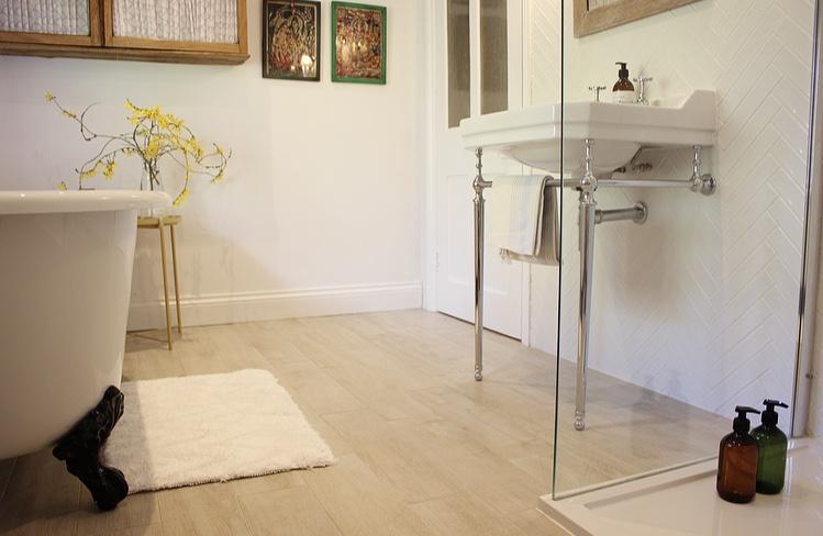 New family bathroom - Tabula Ice Tile