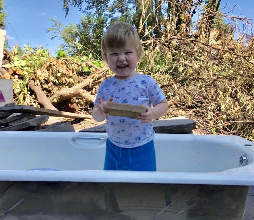 Al fresco bathing