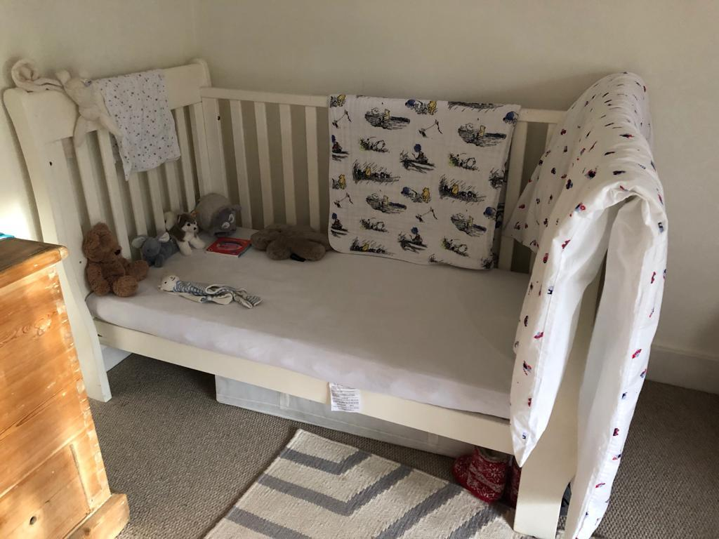 Cot bed with no bars