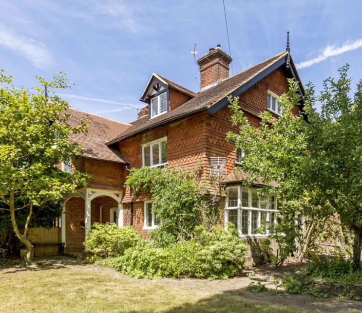 MOVING OUT OUT! 10 top tips to find your dream home in the country