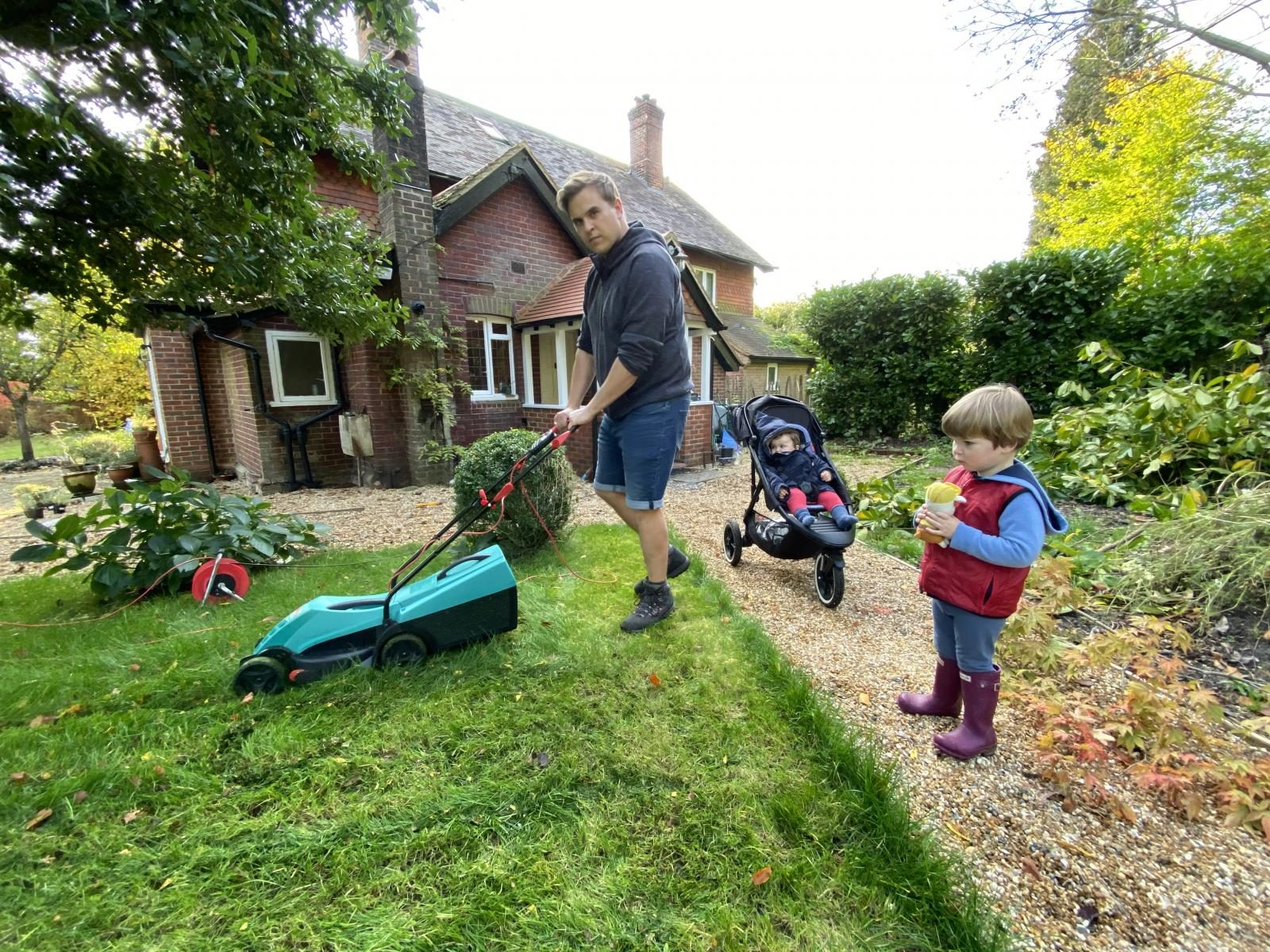 Gardening tips – 8 jobs to do in your garden before winter hits